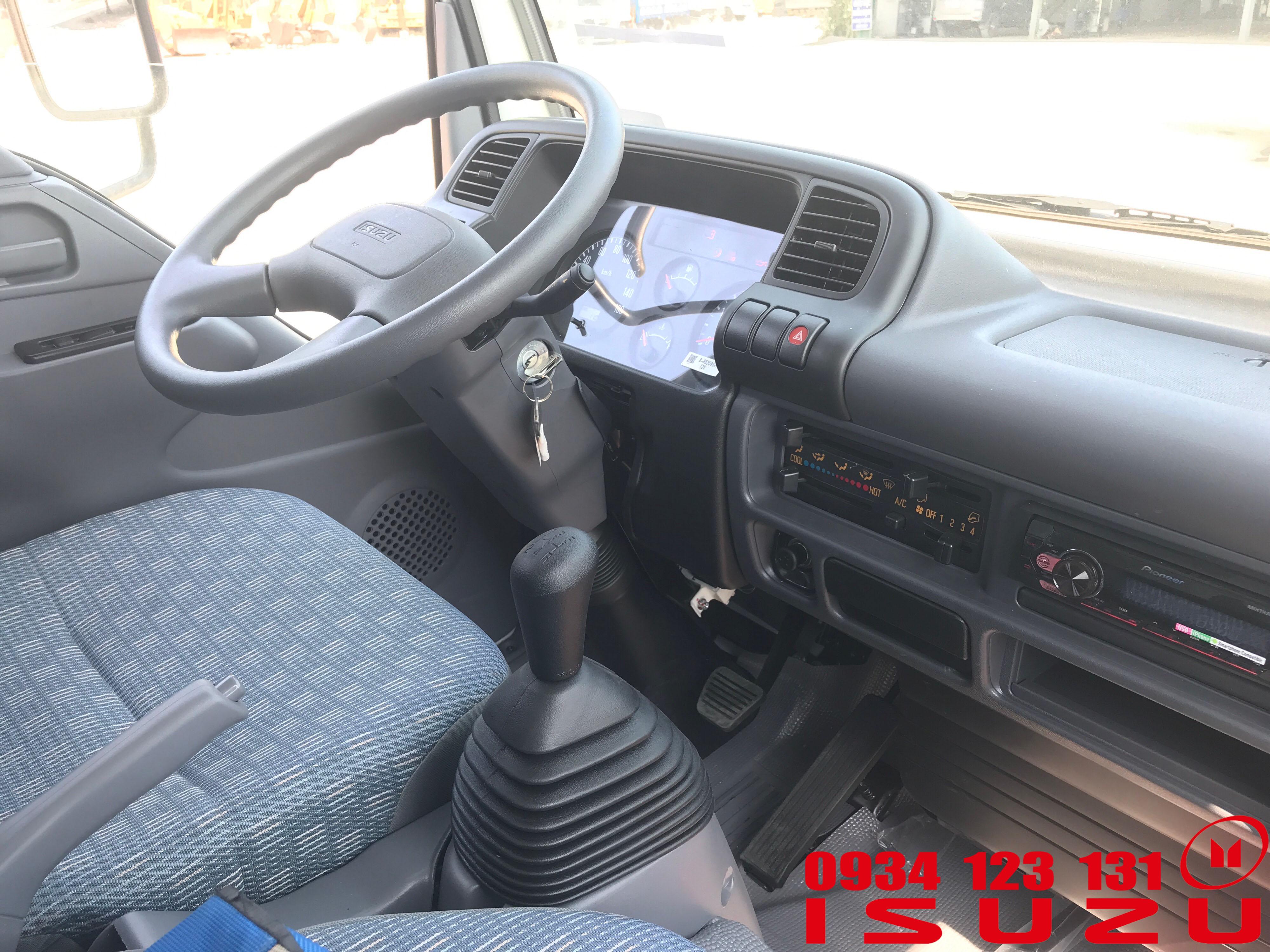 nội thất xe tải isuzu 2t3 qkr mui bạt