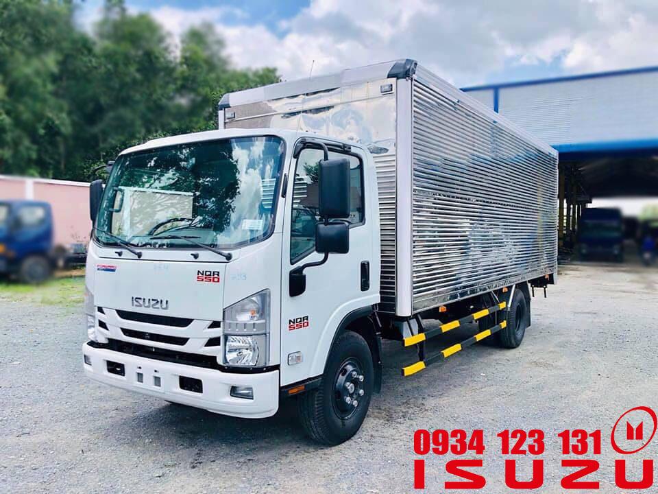 xe tải isuzu 5t5 nqr thùng kín