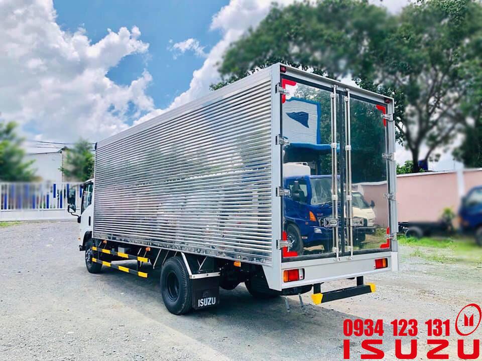 xe tải isuzu 5t5 thung kin