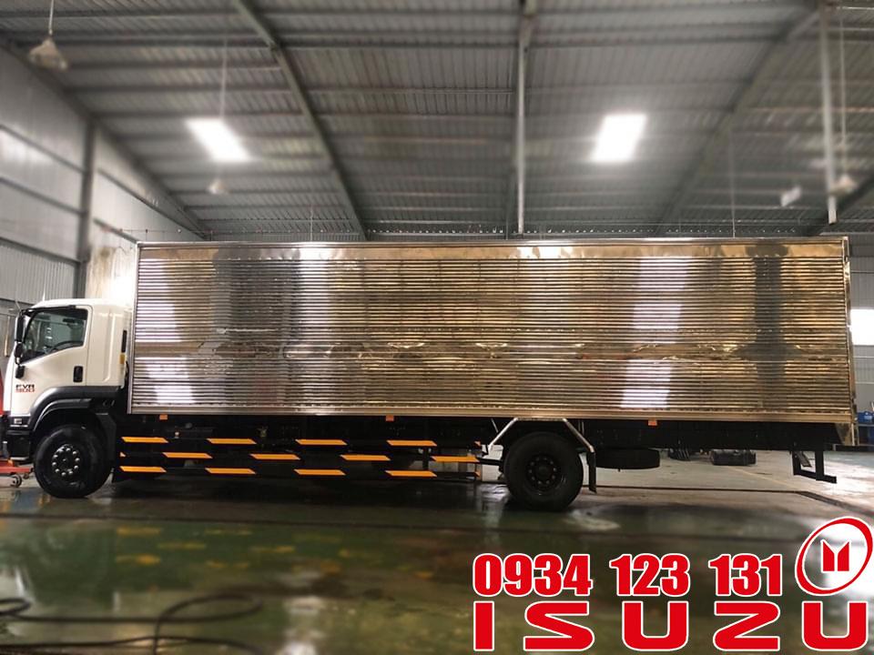 xe isuzu 7t5 thùng kín dài 9m6
