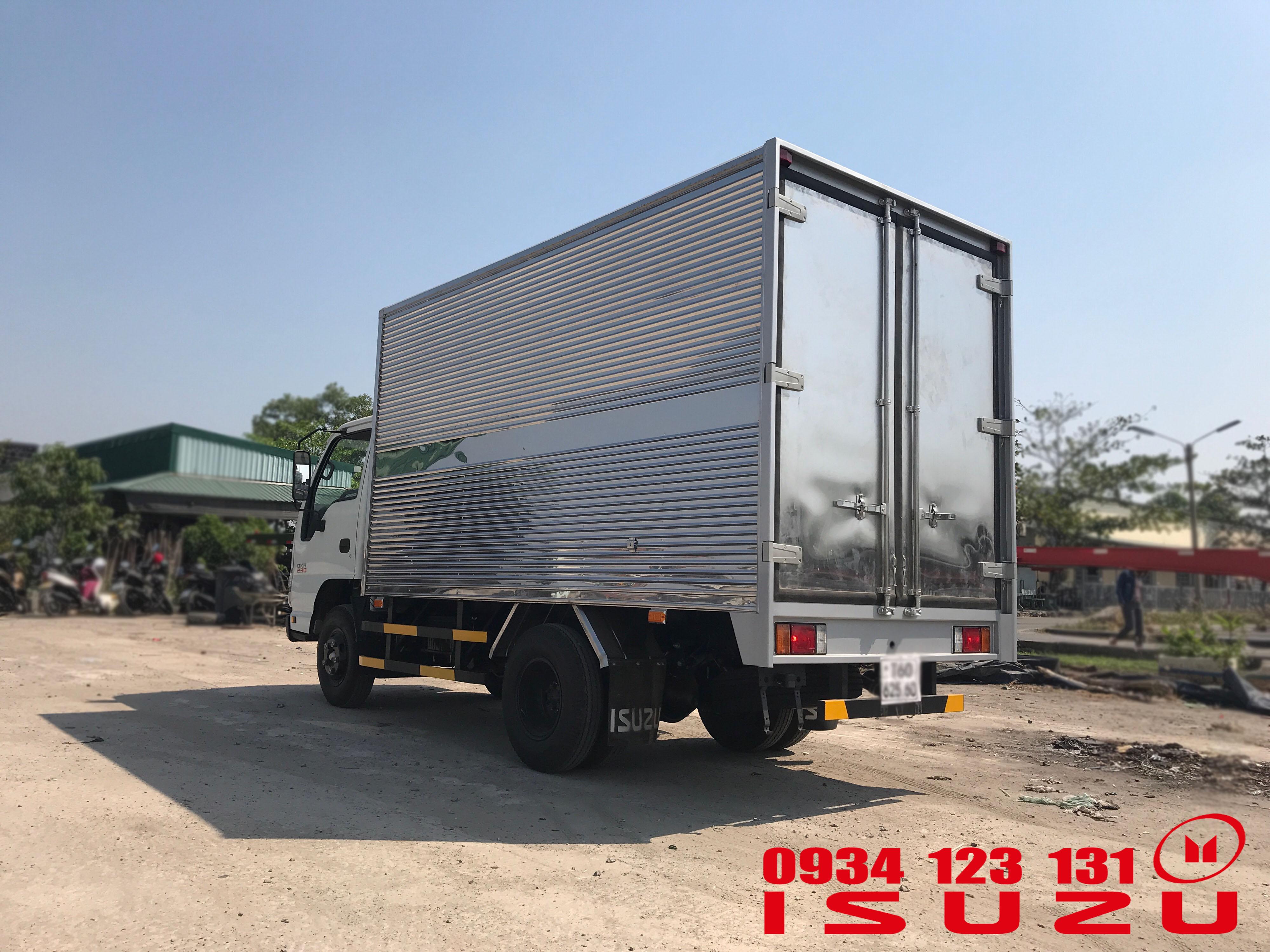 xe tải isuzu 1.4tan thùng kín